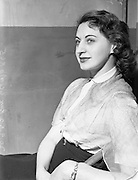 30/09/1952 <br /> 09/30/1952<br /> 30 September 1952<br /> Abbey Theatre portraits.<br /> Ita O'Mahoney, Abbey Theatre