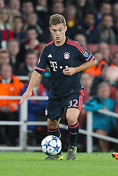 20.10.2015, Emirates Stadium, London, ENG, UEFA CL, FC Arsenal vs FC Bayern Muenchen, Gruppe F, im Bild Joshua Kimmich #32 (FC Bayern Muenchen) // during UEFA Champions League group F match between Arsenal FC and FC Bayern Munich at the Emirates Stadium in London, Great Britain on 2015/10/20. EXPA Pictures © 2015, PhotoCredit: EXPA/ Eibner-Pressefoto/ Kolbert<br /> <br /> *****ATTENTION - OUT of GER*****
