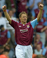 Fotball<br /> England 2005/2006<br /> Foto: Colorsport/Digitalsport<br /> NORWAY ONLY<br /> <br /> Teddy Sheringham (WHU) Celebrates his goal. West Ham's 1st. West Ham United v Blackburn Rovers. 13/8/2005