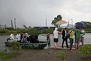 Banda Marcial de Cubatão arriving by boat in the mangrove swamps