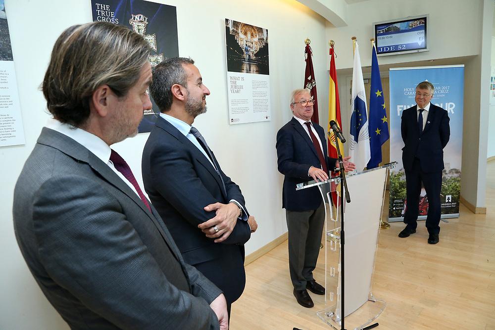 """11 May 2017, EA Group meeting<br /> Belgium - Brussels - May 2017.  Exhibition opening""""Los Caminos de la Cruz""""<br /> <br /> © European Union / Patrick Mascart"""