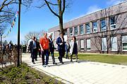 Koning Willem Alexander opent nieuw schoolgebouw Bartimeus, een organisatie voor blinden en slechtzienden.<br /> <br /> King Willem Alexander opens new school Bartimeus, an organization for the blind and visually impaired.<br /> <br /> Op de foto / On the photo: <br /> <br />  Koning Willem-Alexander krijgt een rondleiding over het terrein /// King Willem-Alexander gets a tour of the site