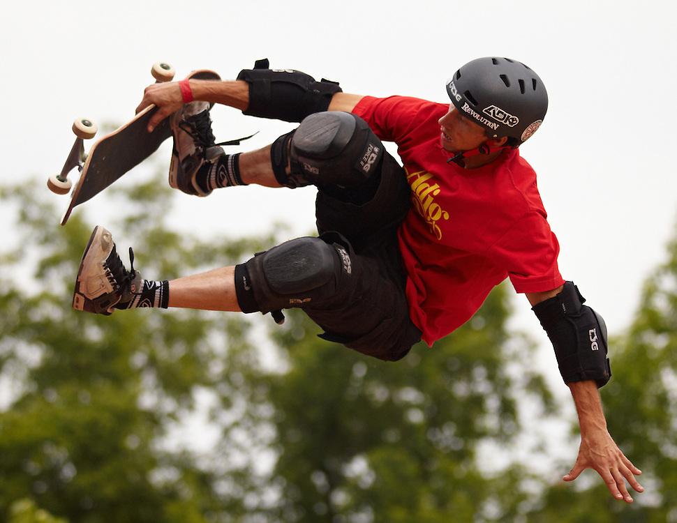 Quicksilver Wakejam - U ramp skateboard freestyle
