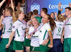 11-04-2015 NED: PKC SWKgroep - TOP Quoratio, Rotterdam<br /> Korfbal Leaguefinale in een volgepakt Ahoy wordt gewonnen door PKC met 22-21 / Mady Tims en Suzanne Struik