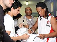Fotball<br /> Italia<br /> Foto: Witters/Digitalsport<br /> NORWAY ONLY<br /> <br /> 05.01.2009<br /> <br /> Ronaldinho gibt Autogramme<br /> Fussball Trainingslager AC Milan in Dubai