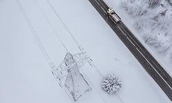 THEMENBILD - ein Strommasten neben einer Strasse, aufgenommen am 10. Jaenner 2019 in Woergl, Oesterreich // a power pole next to a road, Woergl, Austria on 2019/01/10. EXPA Pictures © 2019, PhotoCredit: EXPA/ JFK