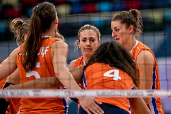 01-10-2017 AZE: Final CEV European Volleyball Nederland - Servie, Baku<br /> Nederland verliest opnieuw de finale op een EK. Servië was met 3-1 te sterk / Anne Buijs #11 of Netherlands, Maret Balkestein-Grothues #6 of Netherlands