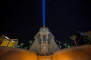 De Sfinx voor het Luxor Casino op de zogenaamde strip in Las Vegas. Las Vegas is wereldberoemd om de casino's en de hotels. Ieder casino heeft een eigen thema en het ene casino is nog uitbundiger en groter dan het ander. De meeste casino's liggen aan de Las Vegas Boulevard, ook wel De Strip genoemd.<br /> <br /> The Sphinx in front of the Luxor casino on the so-called strip in Las Vegas. Las Vegas is famous for its casinos and hotels. Each casino has its own theme and one casino is even more exuberant and larger than the other. Most casinos are located on Las Vegas Boulevard also known as The Strip.