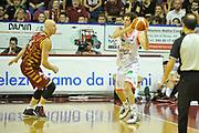 DESCRIZIONE : Venezia Lega A 2015-16 Umana Reyer Venezia - grissini Bon Reggio Emilia<br /> GIOCATORE : Amedeo Della Valle<br /> CATEGORIA : Passaggio<br /> SQUADRA : Umana Reyer Venezia<br /> EVENTO : Campionato Lega A 2015-2016 <br /> GARA : Umana Reyer Venezia - Grissin Bon Reggio Emilia<br /> DATA : 15/11/2015<br /> SPORT : Pallacanestro <br /> AUTORE : Agenzia Ciamillo-Castoria/M.Gregolin<br /> Galleria : Lega Basket A 2015-2016  <br /> Fotonotizia :  Venezia Lega A 2015-16 Umana Reyer Venezia - Grissin Bon Reggio Emilia