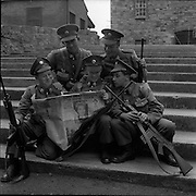 20/06/1961<br /> 06/20/1961<br /> 20 June 1961<br /> The 35th Battalion prepare to leave for the Congo on a peacekeeping mission with the UN. Some of the troops reading the day's news at Collins Barracks?, Dublin.