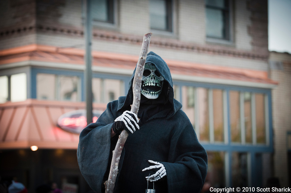 A little death in front of Hana Sushi in Missoula, Montana. Missoula Photographer, Missoula Photographers, Montana Pictures, Montana Photos, Photos of Montana