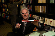 Sir Richard Eyre, Hatchards christmas party, Piccadilly, 4 December 2003. © Copyright Photograph by Dafydd Jones 66 Stockwell Park Rd. London SW9 0DA Tel 020 7733 0108 www.dafjones.com