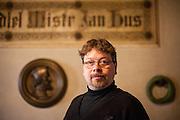 Mgr. Jakub Smrčka - Direktor des Hussitenmuseum in Tabor - fotografiert in der Jan Hus Ausstellung der Bethlehemskapelle.