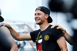15.07.2014, Brandenburger Tor, Berlin, GER, FIFA WM, Empfang der Weltmeister in Deutschland, Finale, im Bild Benedikt Hoewedes (GER) // during Celebration of Team Germany for Champion of the FIFA Worldcup Brazil 2014 at the Brandenburger Tor in Berlin, Germany on 2014/07/15. EXPA Pictures © 2014, PhotoCredit: EXPA/ Eibner-Pressefoto/ Harzer  *****ATTENTION - OUT of GER*****