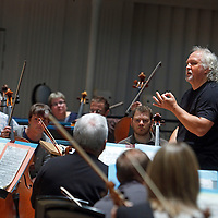 Chief Conductor Donald Runnicles begins his first season at the helm of the BBC Scottish Symphony Orchestra and is pictured here in rehearsal ahead his opening concert  ( Thursday 8th October 2009 ) at the City Halls, Glasgow..Picture Drew Farrell               Tel : 017721-735041..Programme :.Beethoven.Symphony No.1.Berg.Seven Early Songs.Mahler.Symphony No.1 'Titan'..For further information contact Stephen Duffy, on 0141 353 8000  email: stephen.duffy@bbc.co.uk.BBC SCOTTISH SYMPHONY ORCHESTRA...