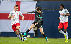 GRÖDIG, AUSTRIA - Tuesday, December 10, 2019: Liverpool's Thomas Hill (C) and FC Salzburg's Luka Sučić (L) during the final UEFA Youth League Group E match between FC Salzburg and Liverpool FC at the Untersberg-Arena. (Pic by David Rawcliffe/Propaganda)