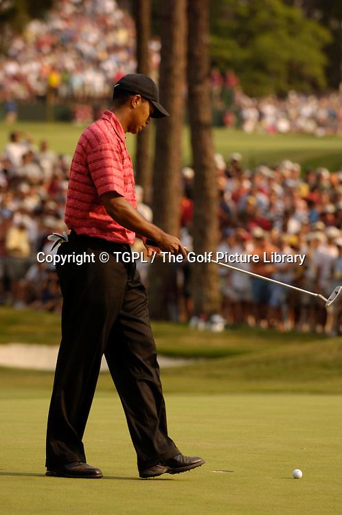 Tiger WOODS (USA) misses putt at 17th  during fourth round US Open 2005,Pinehurst No.2,Pinehurst,North Carolina,USA.