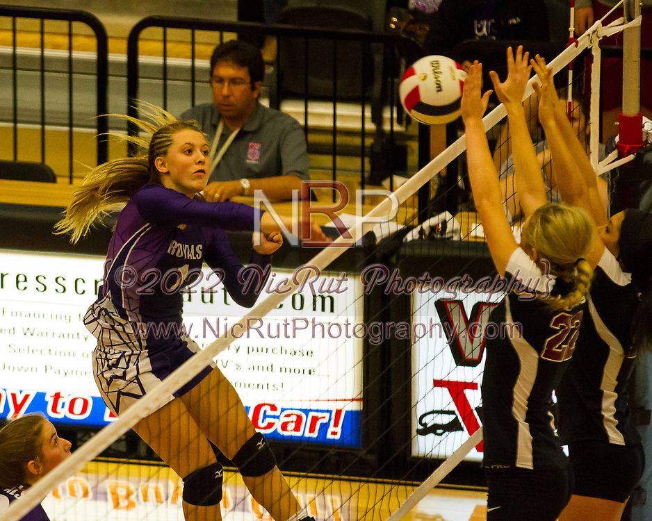 #1 Holly Priest focusing on returning the volley - Nicholas Rutledge/For The Transcript