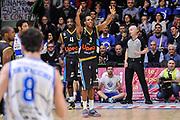DESCRIZIONE : Campionato 2014/15 Serie A Beko Dinamo Banco di Sardegna Sassari - Upea Capo D'Orlando<br /> GIOCATORE : Dominique Archie<br /> CATEGORIA : Ritratto Delusione Mani<br /> SQUADRA : Upea Capo D'Orlando<br /> EVENTO : LegaBasket Serie A Beko 2014/2015<br /> GARA : Dinamo Banco di Sardegna Sassari - Upea Capo D'Orlando<br /> DATA : 22/03/2015<br /> SPORT : Pallacanestro <br /> AUTORE : Agenzia Ciamillo-Castoria/L.Canu<br /> Galleria : LegaBasket Serie A Beko 2014/2015