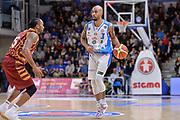 DESCRIZIONE : Campionato 2015/16 Serie A Beko Dinamo Banco di Sardegna Sassari - Umana Reyer Venezia<br /> GIOCATORE : David Logan<br /> CATEGORIA : Palleggio<br /> SQUADRA : Dinamo Banco di Sardegna Sassari<br /> EVENTO : LegaBasket Serie A Beko 2015/2016<br /> GARA : Dinamo Banco di Sardegna Sassari - Umana Reyer Venezia<br /> DATA : 01/11/2015<br /> SPORT : Pallacanestro <br /> AUTORE : Agenzia Ciamillo-Castoria/L.Canu