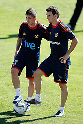 06.10.2010, Madrid, ESP, Spain national football team training, im Bild Pablo Hernandez and Aritz Aduriz during trainning session. EXPA Pictures © 2010, PhotoCredit: EXPA/ Alterphotos/ Alvaro Hernandez +++++ ATTENTION - OUT OF SPAIN / ESP +++++