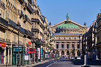 France, Paris (75), l'Opéra Garnier au bout de l'avenue de l'Opéra durant le confinement du Covid 19 // France, Paris, the Opera Garnier at the end of the avenue de l'Opéra during the lockdown of Covid 19