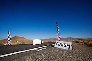 Ken Buckley in de Arion 2 tijdens de vijfde racedag. In Battle Mountain (Nevada) wordt ieder jaar de World Human Powered Speed Challenge gehouden. Tijdens deze wedstrijd wordt geprobeerd zo hard mogelijk te fietsen op pure menskracht. Het huidige record staat sinds 2015 op naam van de Canadees Todd Reichert die 139,45 km/h reed. De deelnemers bestaan zowel uit teams van universiteiten als uit hobbyisten. Met de gestroomlijnde fietsen willen ze laten zien wat mogelijk is met menskracht. De speciale ligfietsen kunnen gezien worden als de Formule 1 van het fietsen. De kennis die wordt opgedaan wordt ook gebruikt om duurzaam vervoer verder te ontwikkelen.<br /> <br /> In Battle Mountain (Nevada) each year the World Human Powered Speed Challenge is held. During this race they try to ride on pure manpower as hard as possible. Since 2015 the Canadian Todd Reichert is record holder with a speed of 136,45 km/h. The participants consist of both teams from universities and from hobbyists. With the sleek bikes they want to show what is possible with human power. The special recumbent bicycles can be seen as the Formula 1 of the bicycle. The knowledge gained is also used to develop sustainable transport.