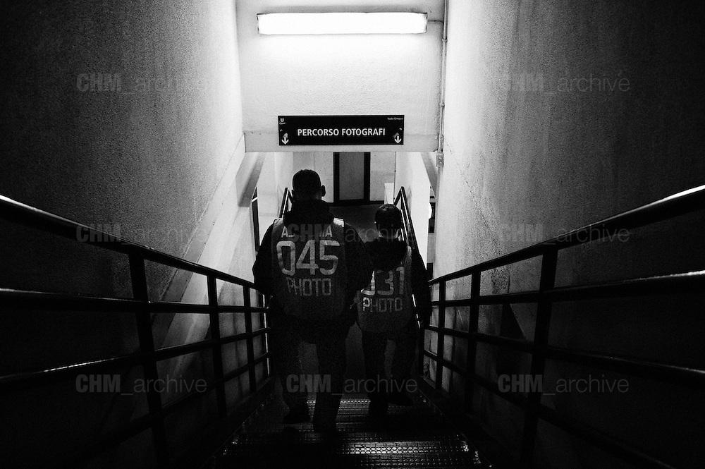 Fotografi all'interno dello Stadio Olimpico poco prima dell'inizio della partita. Roma 8 aprile 2013. Christian Mantuano / Oneshot