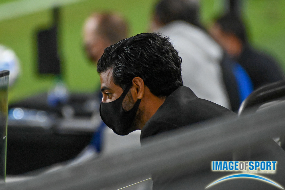 LAFC forward Carlos Vela (10) sits in the stands, wearing a face mask, during a MLS soccer game, Sunday, Sept. 27, 2020, in Los Angeles. The San Jose Earthquakes defeated LAFC 2-1.(Dylan Stewart/Image of Sport)
