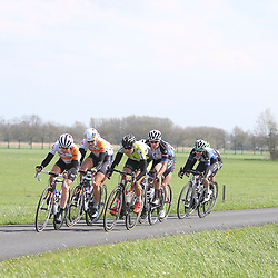 16-04-2016: Wielrennen: IJsseldelta Topcompetitie vrouwen: Zwolle<br />ZWOLLE (NED) wielrennen <br />Wind was in deze editie de grootste tegenstanders van de vrouwen. Vol gas op de dijk met de kopgroep