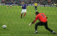Fotball<br /> Frankrike v Colombia<br /> Foto: Dppi/Digitalsport<br /> NORWAY ONLY<br /> <br /> FOOTBALL - FRIENDLY GAME 2007/2008 - FRANCE v COLOMBIA - 03/06/2008 - PENALTY FRANCK RIBERY (FRA) / AGUSTINO JULIO (COL)