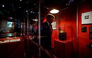 """LEIDEN, 16-7-2020, Rijksmuseum Boerhaave. Koning Willem-Alexander tijdens de opening van de tentoonstelling 'Besmet!' in Rijksmuseum Boerhaave in Leiden. De opening zou al op 15 april plaatsvinden, maar werd geannuleerd vanwege de uitbraak van de coronapandemie. Nu musea sinds 1 juni hun deuren weer mogen openen voor publiek, kan de Koning de tentoonstelling alsnog openen met inachtneming van de algemeen geldende richtlijnen voor bijeenkomsten. <br /> <br /> King Willem-Alexander during the opening of the exhibition """"Infected!"""" In Rijksmuseum Boerhaave in Leiden. The opening was supposed to take place on April 15, but was canceled due to the outbreak of the corona pandemic. Now that museums have been able to open their doors to the public again since 1 June, the King can still open the exhibition with due observance of the generally applicable guidelines for meetings."""