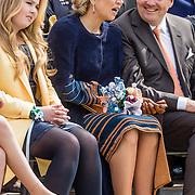 NLD/Tilburg/20170427- Koningsdag 2017, Koning Willem Alexander met Koningin Maxima en hun dochter Amalia