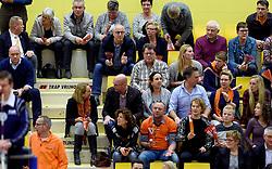 30-12-2015 NED: Nederland - Belgie, Almelo<br /> Op het 25 jaar Topvolleybal Almelo spelen Nederland en Belgie een oefen interland ter voorbereiding op het OKT dat maandag in Ankara begint. Nederland wint overtuigend met 3-1 / support, publiek, Wiebe, Tanja