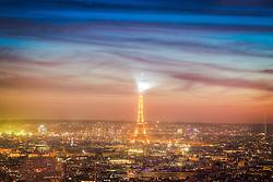 Torre Eiffel vista a partir da Basílica de Sacré Cœur ao entardecer. A Torre Eiffel é uma torre treliça de ferro do século XIX localizada no Champ de Mars, em Paris, foi construída como o arco de entrada da Exposição Universal de 1889. FOTO: Jefferson Bernardes/ Agência Preview