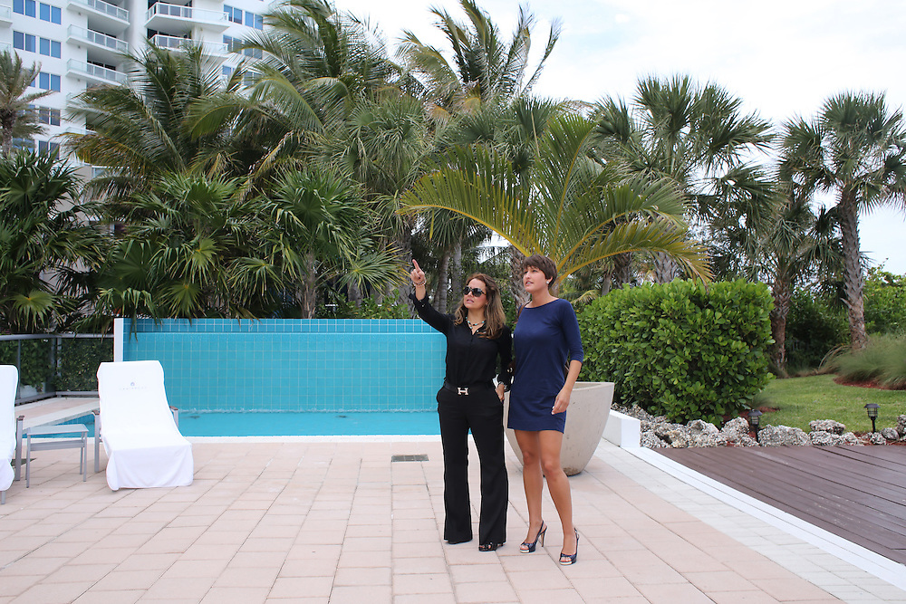 4/13/14----Miami Beach, Florida---Photo by Angel Valentin<br /> Miami realtor Maritza Cuellar, left, shows Christine Menedis, a health care and sports entrepreneur, a luxury condo renting for $7,000 a month in the Caribbean Condominium on Collins Avenue in Miami Beach.