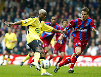 Fotball<br /> Premier League 2004/05<br /> Crystal Palace v Liverpool<br /> 23. april 2005<br /> Foto: Digitalsport<br /> NORWAY ONLY<br /> Djibril Cisse gets a shot away as Danny Granville closes in