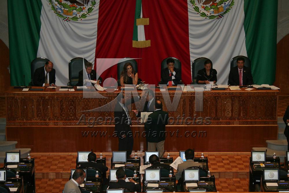 Toluca, México.- Integrantes de la LVII Legislatura local aprobaron por mayoría no incluir en la orden del día la Ley de Prevención al Tabaquismo y la Protección de Espacios 100 por ciento libres de humo de tabaco. Agencia MVT / José Hernández