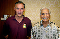 SPECIAL TELEGRAAF in opdracht van Hans Woudstra (sport)WK Hockey. Toernooidirecteur, de Nederlander  Wiert Doyer (l)  met de voorzitter van het Organisatie Com. D.Y.M.M. Sultan Azlan Shah