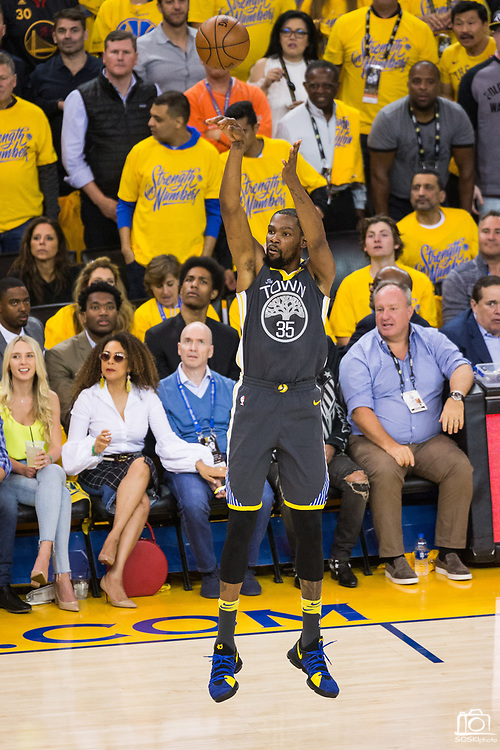 Golden State Warriors forward Kevin Durant (35) shoots an open jump shot against the New Orleans Pelicans at Oracle Arena during Game 2 of the Western Semifinals in Oakland, California, on May 1, 2018. (Stan Olszewski/Special to S.F. Examiner)