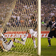 Gum (Centre) moves in to score his sides first goal during the Fluminense FC V CR Vasco da Gama Futebol Brasileirao League match at the Maracana, Jornalista Mário Filho Stadium,  The match ended in a 2-2 draw. Rio de Janeiro,  Brazil. 22nd August 2010. Photo Tim Clayton.
