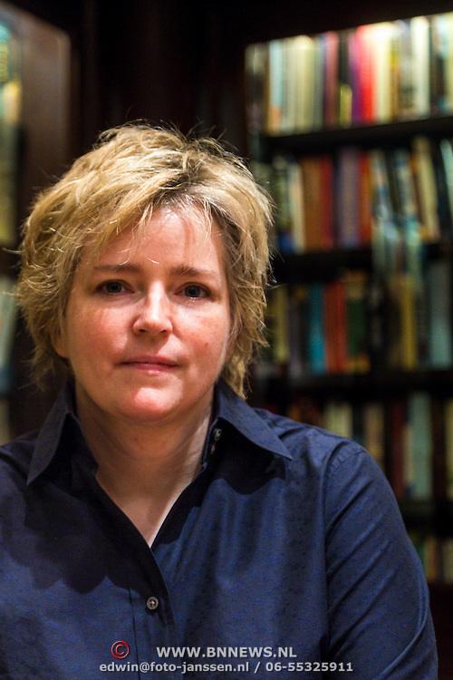 NLD/Amsterdam/20130927 - Amerikaanse schrijfster Karin Slaughter,