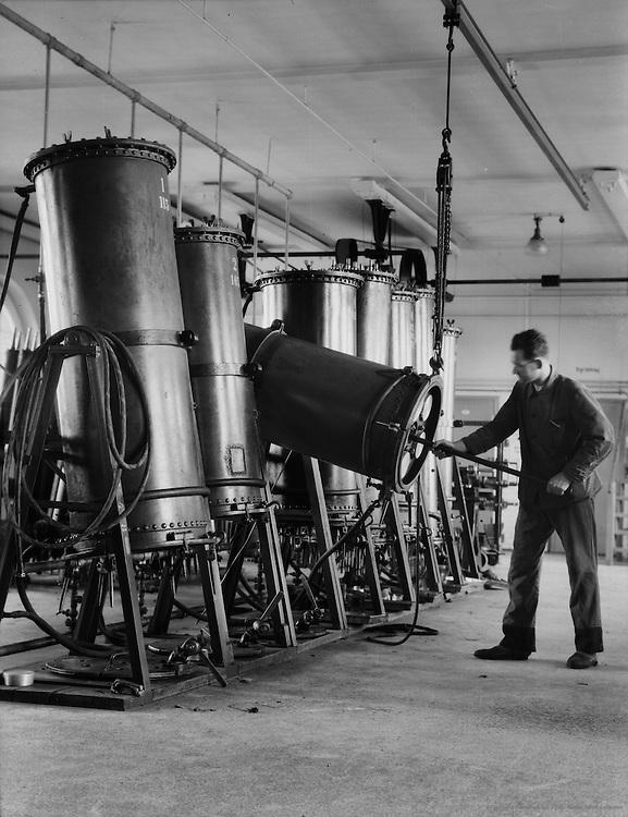 Worker at Color Letter Press, Ullstein-Verlag, Berlin, 1928