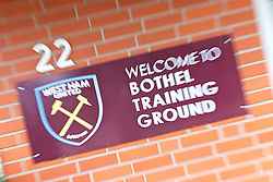 25.07.2017, Trainingsplatz TuS Bothel, Bothel, GER, Trainingslager, West Ham United, im Bild ein Schild am Eingang zum Platz heisst die Gäste willkommen // during a trainingsession at the trainingscamp of the English Premier League Football Club West Ham United at the Trainingsplatz TuS Bothel in Bothel, Germany on 2017/07/25. EXPA Pictures © 2017, PhotoCredit: EXPA/ Andreas Gumz<br /> <br /> *****ATTENTION - OUT of GER*****