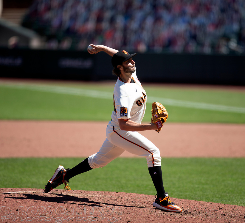 San Francisco Giants pitcher Andrew Suárez (59) delivers a pitch against the Los Angeles Dodgers during the sixth inning of a baseball game on Thursday, Aug. 27, 2020 in San Francisco, Calif. (D. Ross Cameron/SF Chronicle)