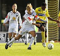 Fotball<br /> 21 juni 2009<br /> Adeccoligaen<br /> Moss FK - Mjøndalen IF<br /> Mads Hansen , Mjøndalen IF i takling med <br /> John Machethe Muiruri , Moss FK<br /> Foto : Reidar Talset , Digitalsport