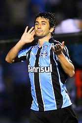Souza comemora seu gol na partida entre as equipes do Gremio e Flamengo, valida pela 19ª rodada do Campeonato Brasileiro, no Estadio Olimpico Monumental, em Porto Alegre. FOTO: Jefferson Bernardes/Preview.com