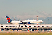 Delta Airlines, Boeing 767-400 (N841MH) at takeoff