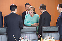 05 JUL 2017, BERLIN/GERMANY:<br /> Angela Merkel (M), CDU, Bundeskanzlerin, und Xi Jinping (links hinter Merkel), Staatspraesident der Volksrepublik China, vor Beginn eines Treffens, Kleiner Kabinettsaal, Bundeskanzleramt<br /> IMAGE: 20170705-01-002