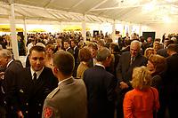 03 OCT 2001, PARIS/FRANCE:<br /> Empfang der deutschen Botschaft in Paris, Frankreich, anlaesslich des Tages der deutschen Einheit, Palais Beauharnais<br /> IMAGE: 20011003-01-043